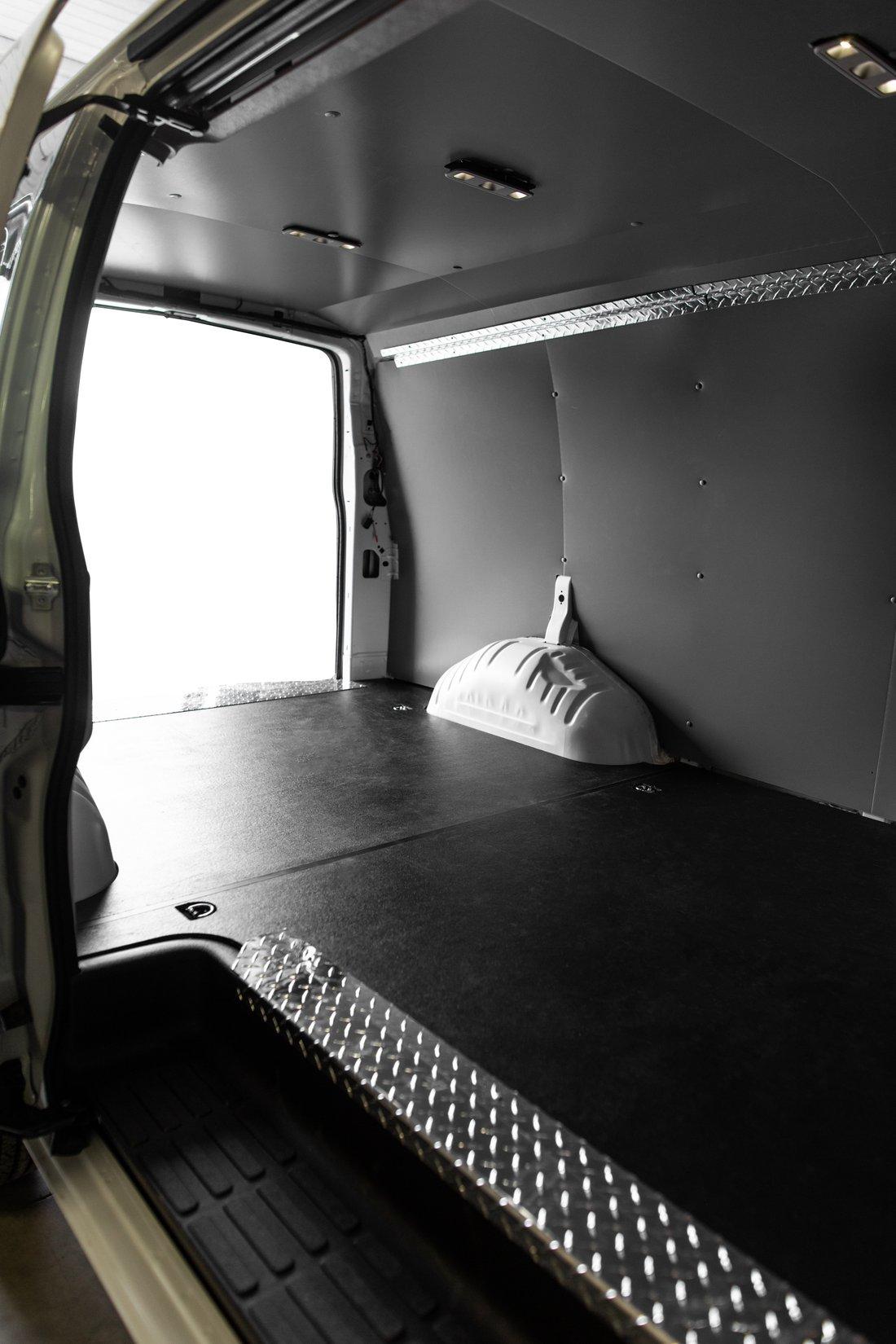 Chev Express Van-9637-white